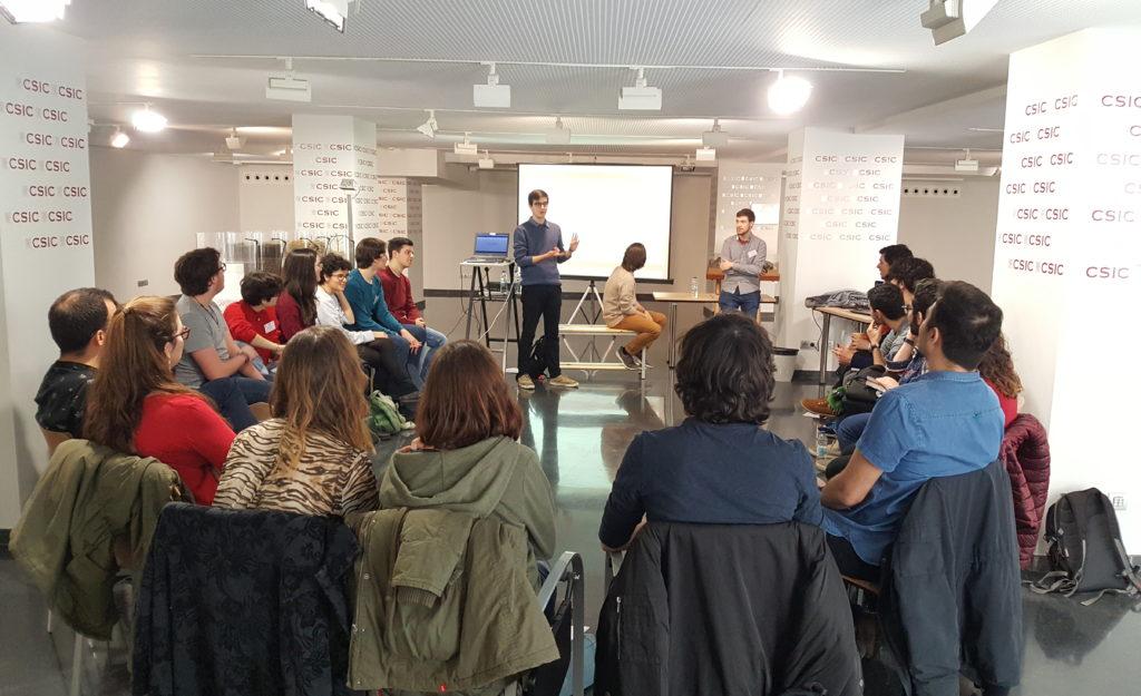 """Quim Llorens exponiendo su tema durante el debate sobre """"Ciencia, filosofía y religión"""""""
