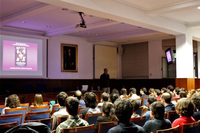 """Jose María Sorando captó toda nuestra atención en su charla """"Matemáticas de Cine"""""""